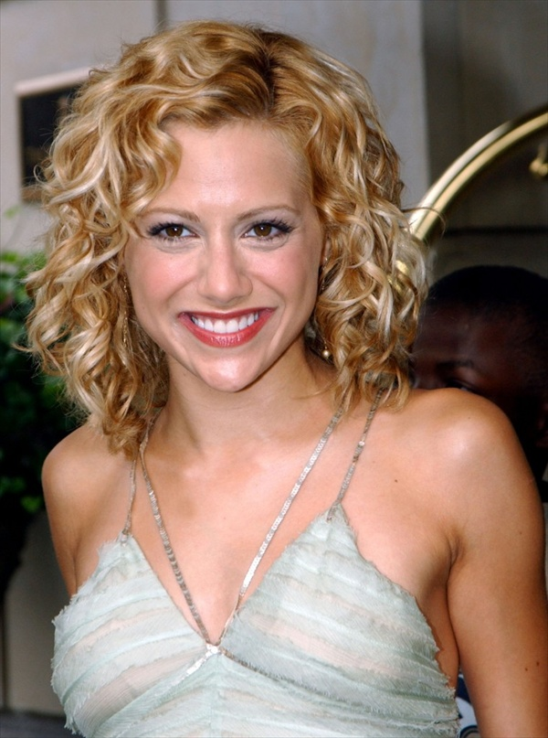 short-curly-hairstyles-with-ponytails (1)