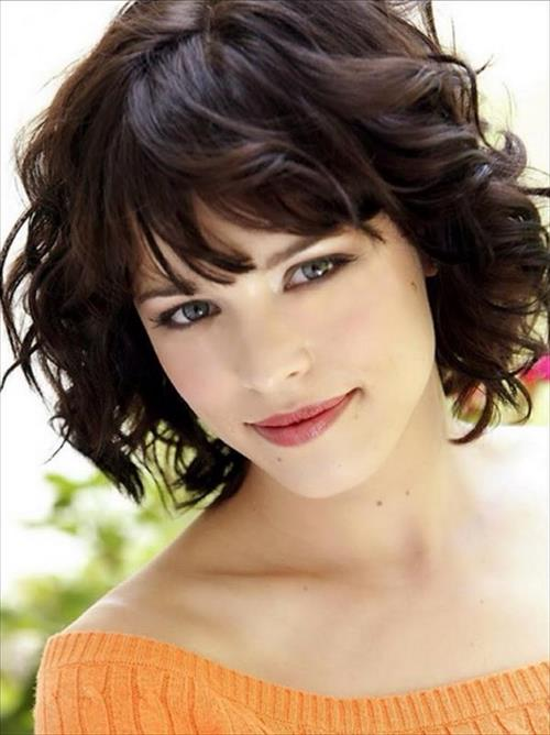 cute short hairstyle for girls with bangs