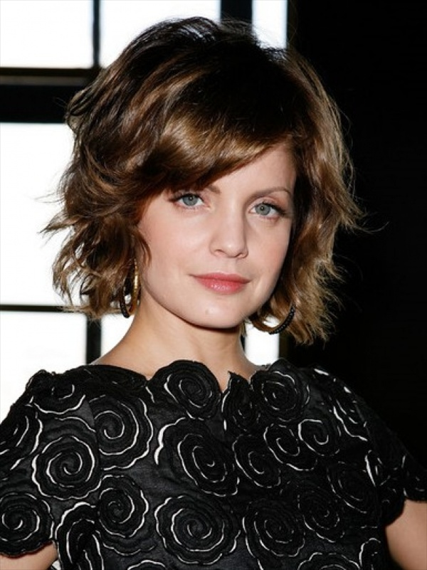 Short Curly Hair With Bangs And Layers 15